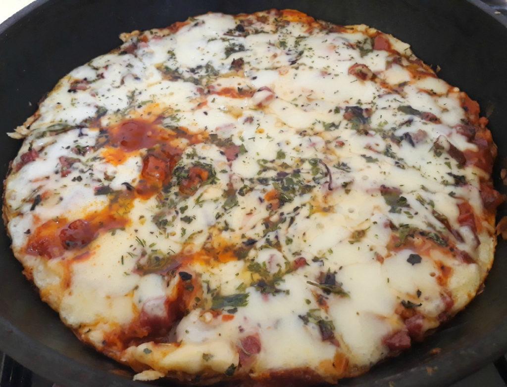 Рецепт домашней пиццы на сковороде за 10 минут