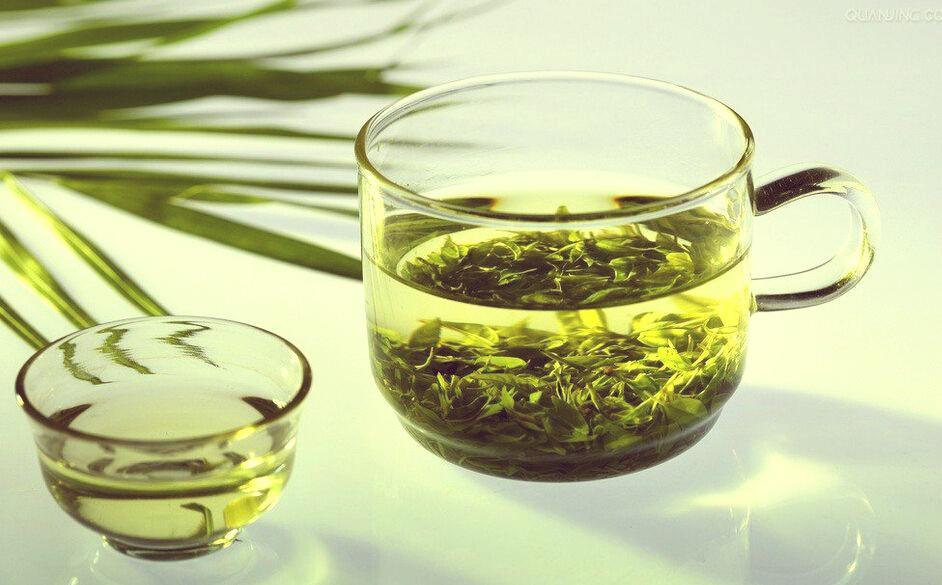 Патчи для глаз с ромашкой и зеленым чаем