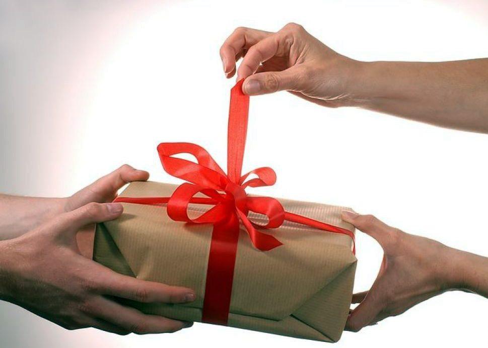 Что можно подарить парню на День рождения : 10 лучших идей на любой вкус и кошелек