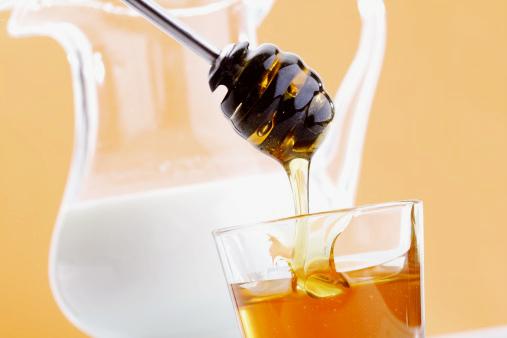 Мед и молоко как добавка к шампуню
