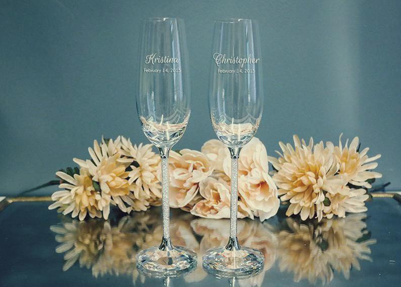 Именные бокалы – отличный подарок для семейной пары