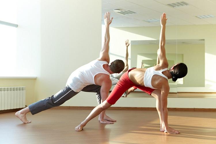 Что надеть на йогу девушке или парню