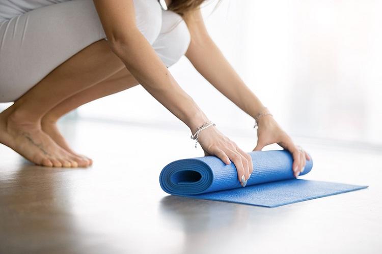 Как йога помогает похудеть
