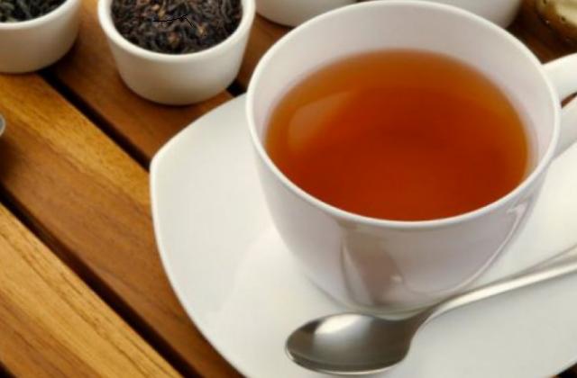 Пьем чай летом: теплое спасение от жары